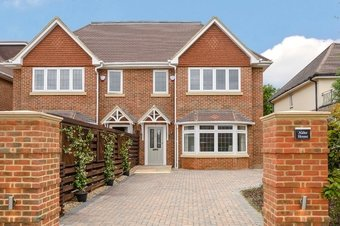 5 Bedroom house For Sale, 14a Waverley Road, Cobham, KT11
