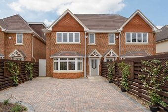 5 Bedroom house For Sale, 14b Waverley Road, Cobham, KT11