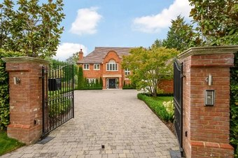 5 Bedroom house For Sale, 2 Leys Road, Oxshott, KT22
