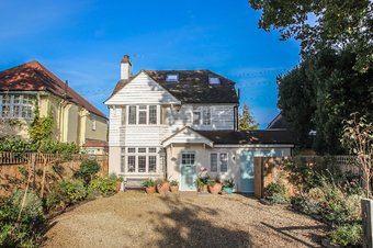 4 Bedroom house For Sale, 3 Torrington Close, Claygate, KT10