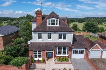5 Bedroom house For Sale, 32 Gordon Road, Claygate, KT10