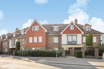 2 Bedroom apartment For Sale, 42 Portsmouth Road, Cobham, KT11