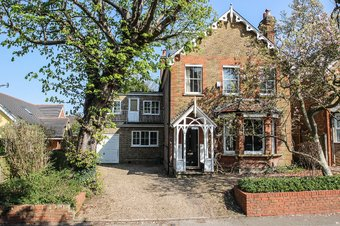 5 Bedroom house Under Offer, 8 Oaken Lane, Claygate, KT10