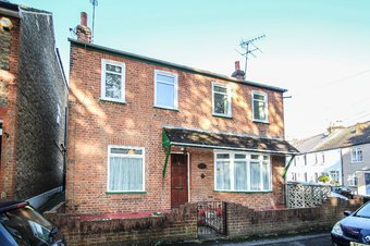 3 Bedroom house For Sale, 9 Station Road, Claygate, KT10