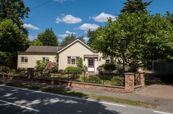 4 Bedroom bungalow Under Offer, 90 Fairmile Lane, KT11