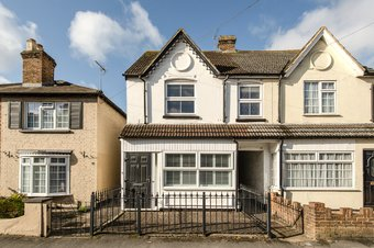3 Bedroom house For Sale, Anyards Road, Cobham, KT11