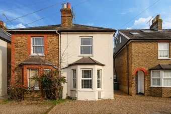 2 Bedroom house For Sale, Anyards Road, KT11