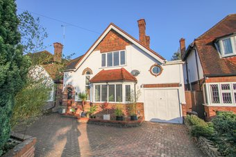 4 Bedroom house For Sale, Avondale Avenue, Hinchley Wood, KT10