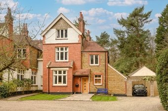 5 Bedroom house For Sale, Byfleet Road , Cobham, KT11