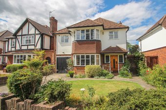 4 Bedroom house Sold, Chesterfield Drive, Hinchley Wood, KT10