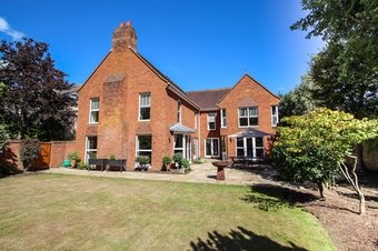 5 Bedroom house For Sale, Church Road, Claygate, KT10
