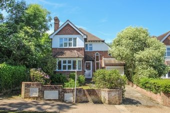 3 Bedroom house Sold, Claygate Lane, Hinchley Wood, KT10