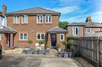 2 Bedroom house Sale Agreed, Common Road, Claygate, KT10