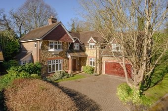 5 Bedroom house For Sale, Courtney Place, Cobham, KT11