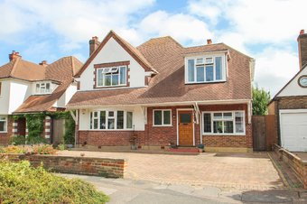 4 Bedroom house Sale Agreed, Cumberland Drive, Hinchley Wood, KT10