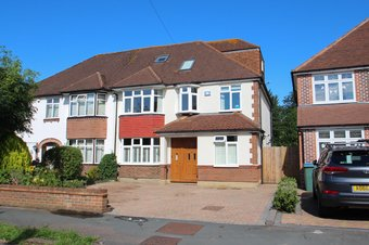 4 Bedroom house For Sale, Eastmont Road, Hinchley Wood, KT10
