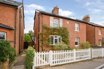 3 Bedroom house Under Offer, Elm Grove Road, Cobham, KT11