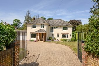 4 Bedroom house Under Offer, Fairmile Park Road, Cobham, KT11