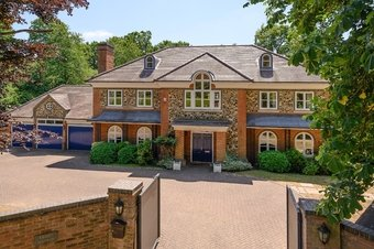 5 Bedroom house For Sale, Fairoak Lane, Oxshott, KT22