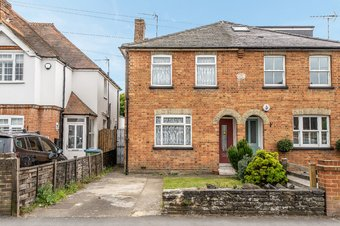 3 Bedroom house For Sale, Freelands Road, Cobham, KT11