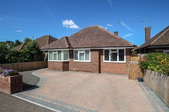 3 Bedroom bungalow Under Offer, Glenavon Close, Claygate, KT10