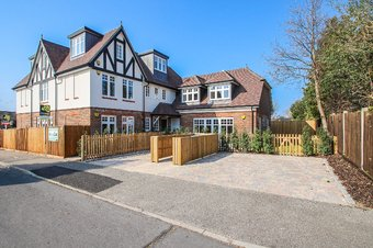 3 Bedroom apartment For Sale, Glenavon House, Claygate, KT10
