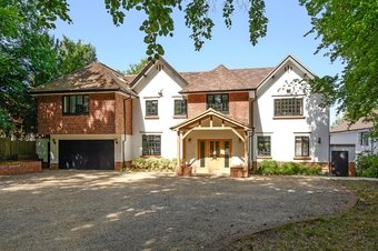 5 Bedroom house For Sale, Guildford Road, Cobham, KT22