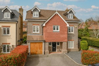 5 Bedroom house For Sale, Halcyon Close, Oxshott, KT22