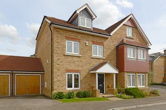 3 Bedroom house Sold, Halcyon Close, Oxshott, KT22