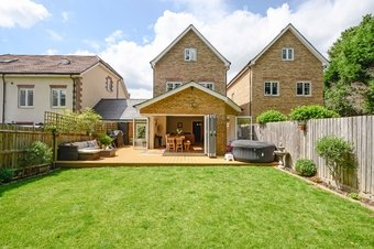 4 Bedroom house For Sale, Halcyon Close, Oxshott, KT22