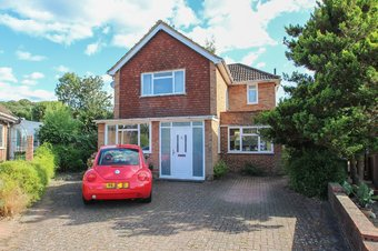 3 Bedroom house For Sale, Harefield, Hinchley Wood, KT10