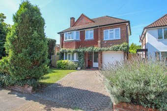 4 Bedroom house Sold, Harefield, Hinchley Wood, KT10