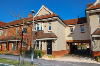 3 Bedroom house Sold, Hengest Avenue, Hinchley Wood, KT10
