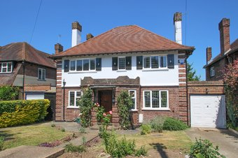 4 Bedroom house For Sale, Hillcrest Gardens, Hinchley Wood, KT10