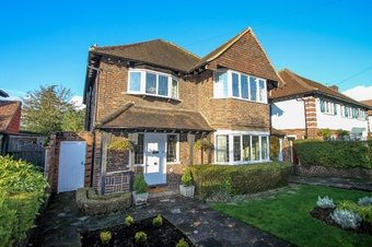 4 Bedroom house Sale Agreed, Hillcrest Gardens, Hinchley Wood, KT10