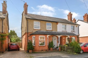 3 Bedroom house Under Offer, Hogshill Lane, Cobham, KT11