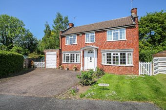 4 Bedroom house Sale Agreed, Homestead Gardens, Claygate, KT10