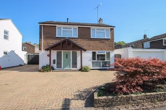 3 Bedroom house For Sale, Kilnside, Claygate, KT10
