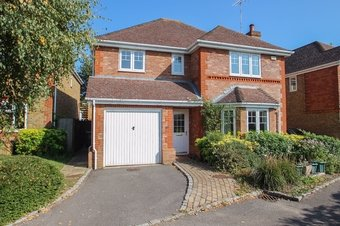 4 Bedroom house For Sale, Lane Gardens, Claygate, KT10