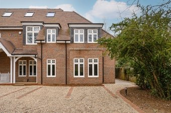 3 Bedroom house For Sale, Leatherhead Road, Oxshott, KT22