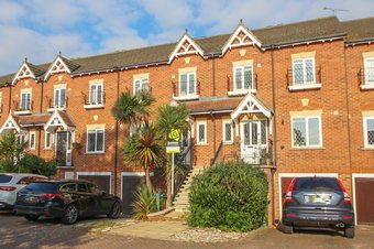 4 Bedroom house Sold, Lynwood Road, Thames Ditton, KT7
