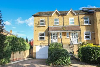 4 Bedroom house For Sale, Lynwood Road, Thames Ditton, KT7