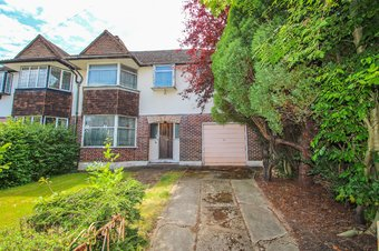 5 Bedroom house Sale Agreed, Manor Drive, Hinchley Wood, KT10