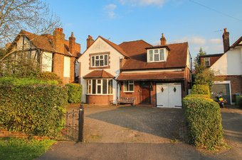 4 Bedroom house Sold, Manor Road North, Hinchley Wood, KT10