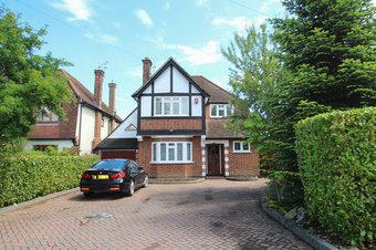 3 Bedroom house Sold, Manor Road North, Hinchley Wood, KT10