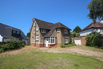 4 Bedroom house Sale Agreed, Manor Road North, Hinchley Wood, KT10