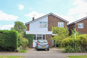 4 Bedroom house For Sale, Manor Road North, Thames Ditton, KT7