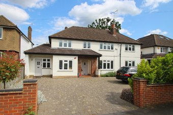 5 Bedroom house Sale Agreed, Manor Road South, Hinchley Wood, KT10