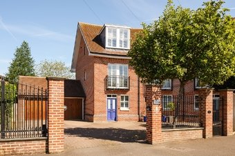 4 Bedroom house For Sale, Oakdene Road, Cobham, KT11