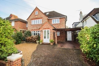 2 Bedroom house Sale Agreed, Oaken Drive, Claygate, KT10